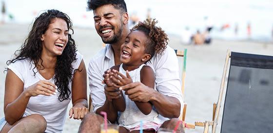 Gezin op het strand-vakantietrends-particulier